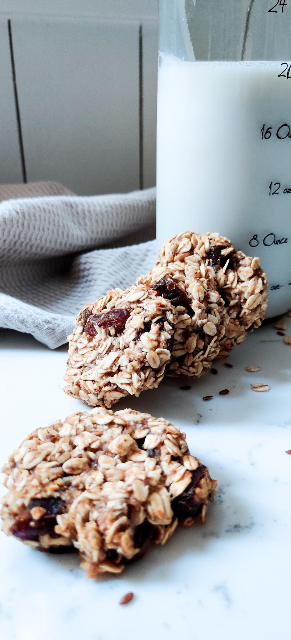 Oatmeal and Date Breakfast Cookies
