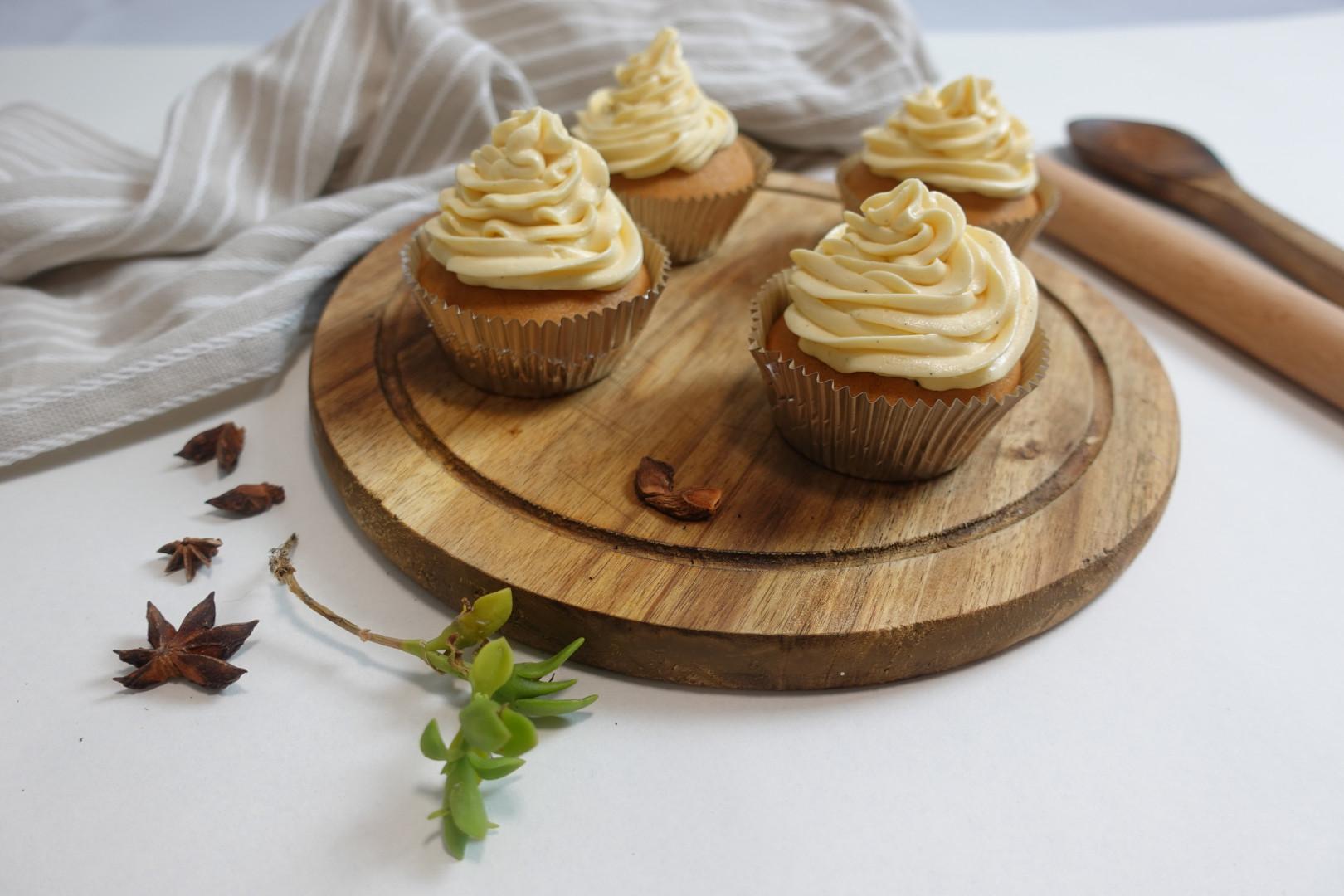 Thai Milk Tea Cupcakes w Condensed Milk Buttercream Frosting